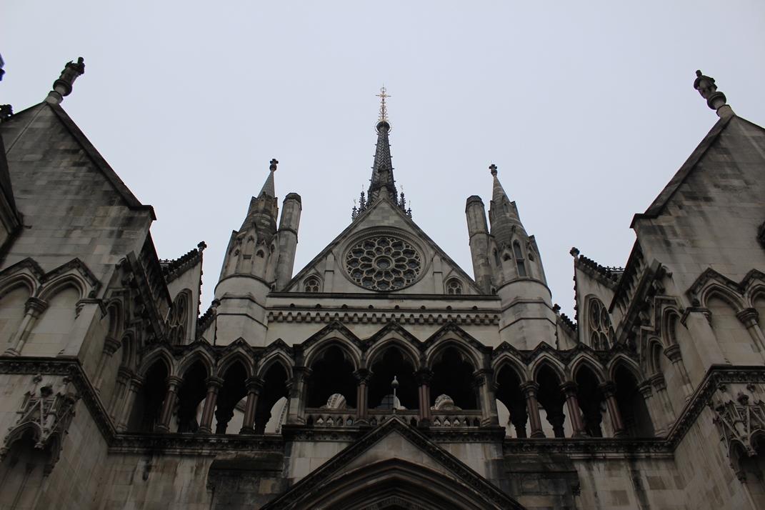 72e0c62162 ... špatně královský soudní dvůr